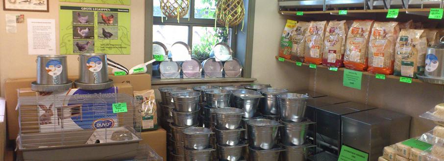 voederbakken, automatische voederbakken, drinkemmers en drinkflessen te koop